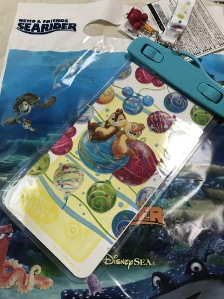 夏ディズニー 夏祭り チップ&デール 防水スマホケース ディズニーグッズの画像