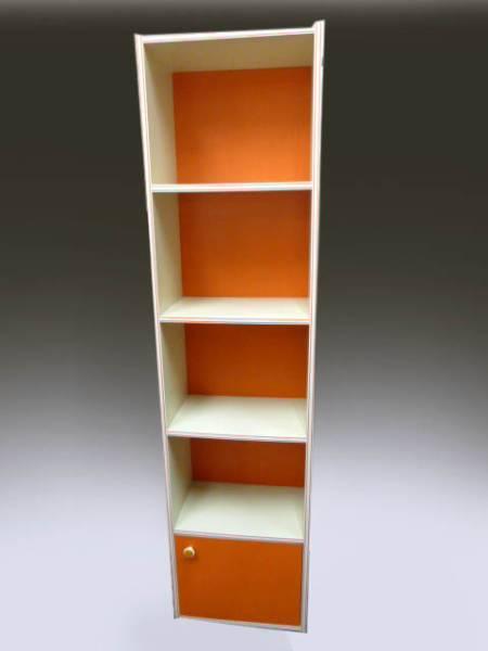 ◆昭和レトロポップ オレンジ×白 約180cm 4段+収納扉付き 縦長の飾り棚 収納棚 食器棚 キャビネット ポーズ人形 雑貨コレクションの収納に_画像2