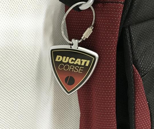 美品 TUMI ドゥカティ ナイロン ショルダーバッグ メンズ 黒×赤 DUCATI 限定コラボ T2556152_画像3