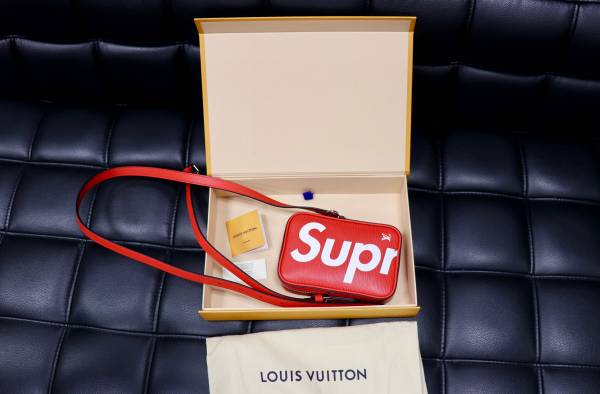国内正規品 新品保証  Louis Vuitton × Supreme ルイヴィトン シュプリーム  品名 ショルダーバッグ 迅速な発送を心掛けています