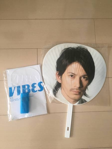 V6 岡田准一 うちわ ペンライト 送料込み コンサートグッズの画像