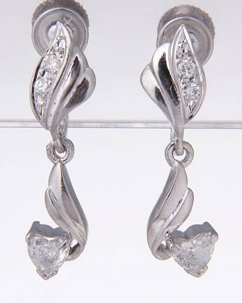 Stamp Possible Platinum 900 Heart Shape Diamond Earrings Ke8656