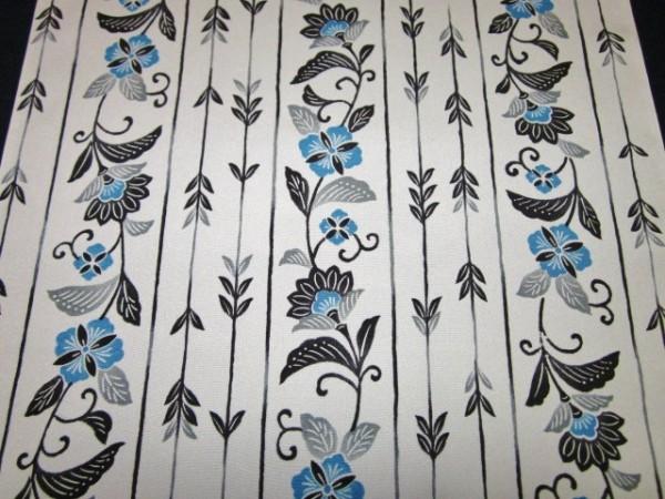 【京わぎれ】正絹 長襦袢はぎれ 藍紅型風縞取唐花柄 薄グレー 替え袖用2.2m②_画像2