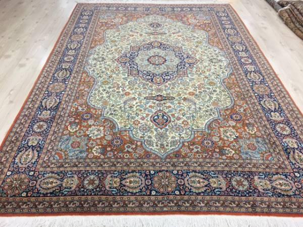 一生ものの絨毯をお探しの方へ!入手困難トルコが誇るへレケ絨毯DURDELE師匠デザイン見事なデザイン宝石の様な絨毯通関済数日のみ割引~_180度角度を変えると光沢が違います