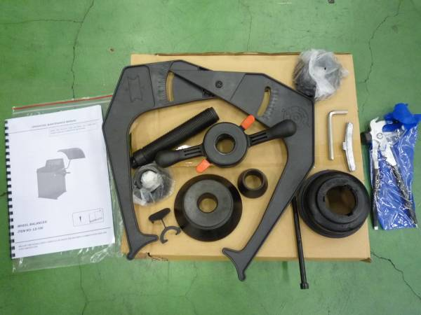 「卸売り オートマチックホイールバランサー 24インチ対応 100V ウエイト貼り付け自動照準機能付 CE認証取済み品 (タイヤチェンジャー)」の画像