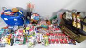 波止釣り用品【中古】仕掛多種多数、タックルバッグ、クーラー、ウキ、小物類などの堤防釣り一式セット◆y773c