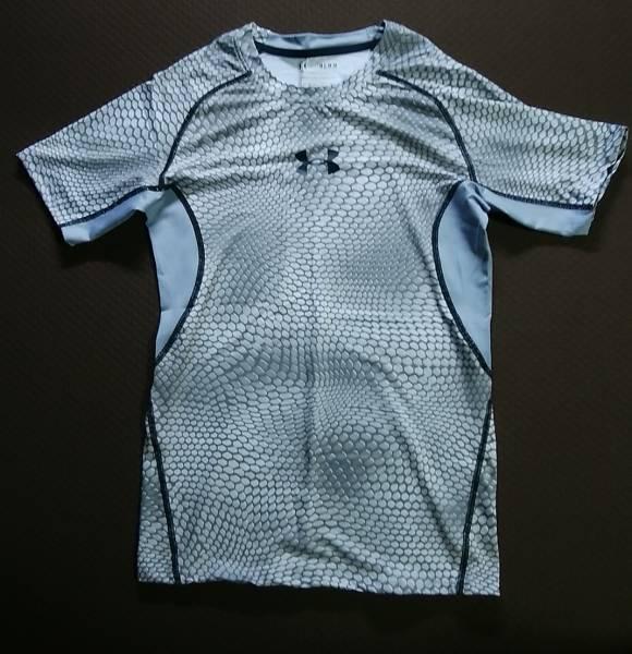 【サイズM②】 送料込 アンダーアーマー コンプレッション 半袖 ヒートギア ウロコ グレー UA ランニング フィットネス Tシャツ インナー
