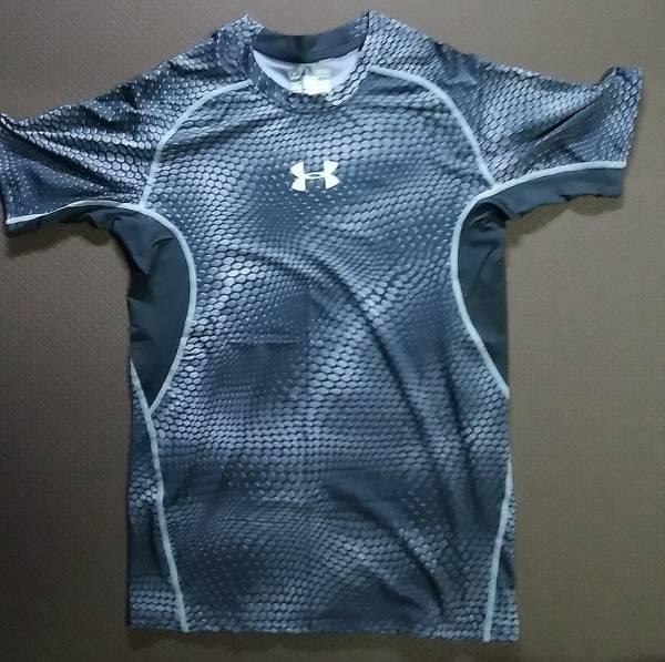 【サイズL】 送料込 アンダーアーマー コンプレッション 半袖 ヒートギア 黒ウロコ ブラック(UA ランニング フィットネス Tシャツ