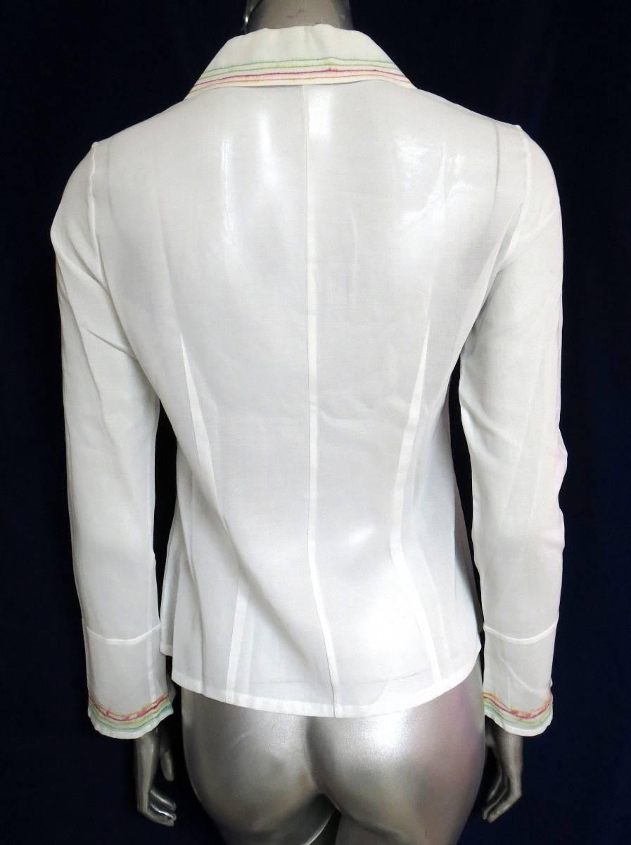 ★R63 日本製♪RITSUKO SHIRAHAMA リツコシラハマ♪ 綿100%!!花柄刺繍入の白ブラウスシャツ♪ 長袖 コットン トップス ホワイト_画像2