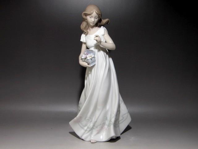 LIADRO リヤドロ 陶器人形 全高32cm 高級感のある作品k614