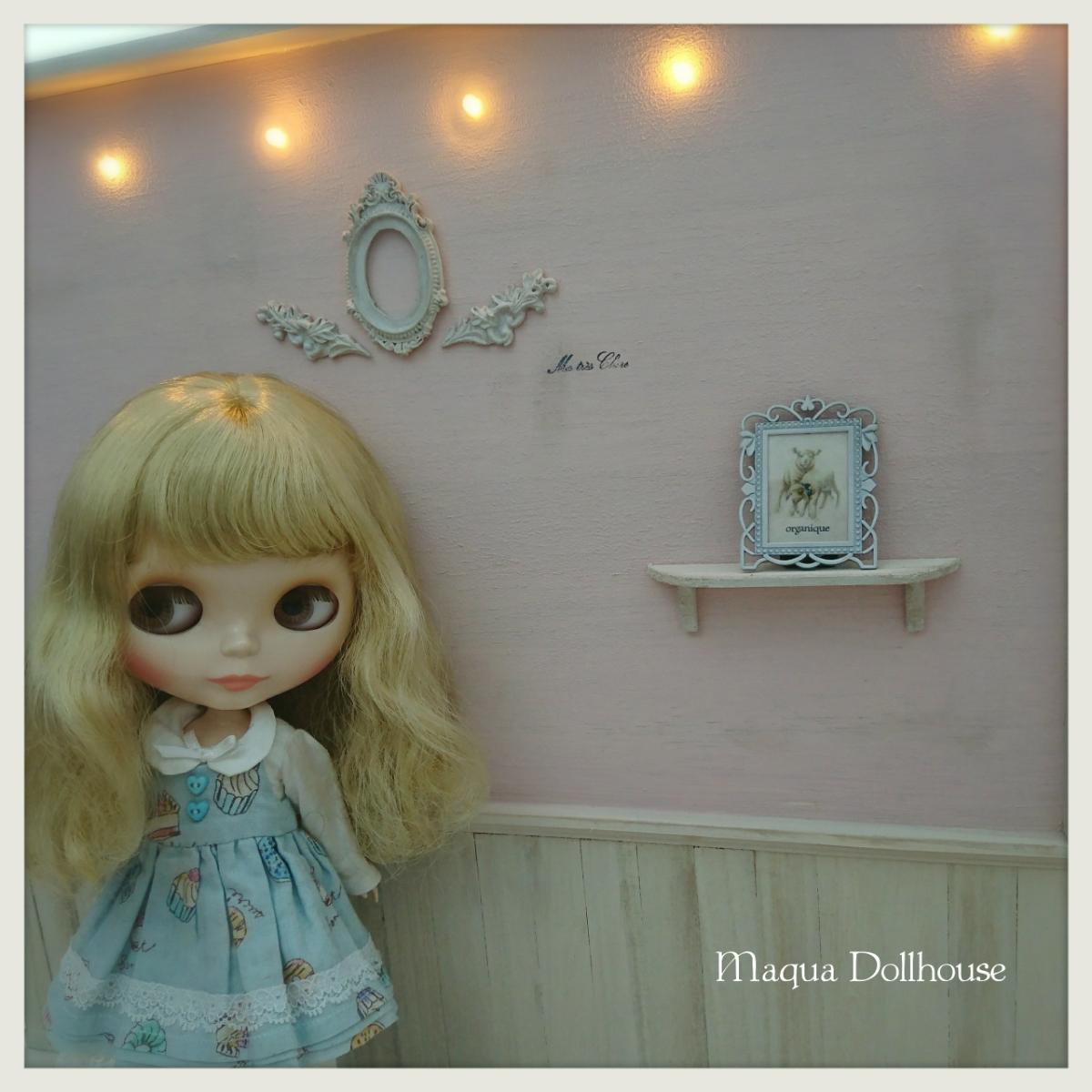 ●maqua*studio●いちごミルク色♪1/6*ドールハウス アンティーク風 ブライス momoko インテリア 飾り棚 ミニチュア シャビー 撮影背景