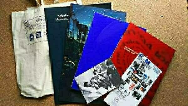 Mr.Childrenツアーパンフレット4冊セット+バッグ ライブグッズの画像