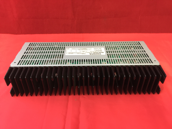 A106 中古 セルシオ 後期 UCF30 UCF31 オーディオ アンプ 86280-50320 GM-8537 動作保証_画像1