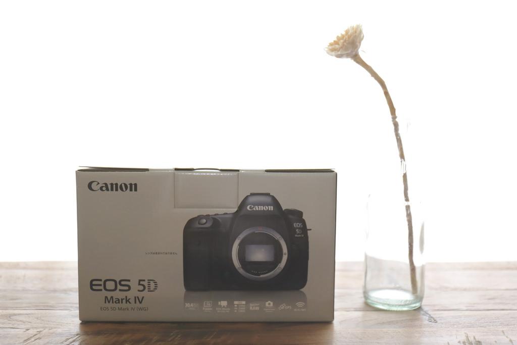 EOS5D Mark IV イオス5D マーク4 未使用品(メーカー保証ほぼ1年)