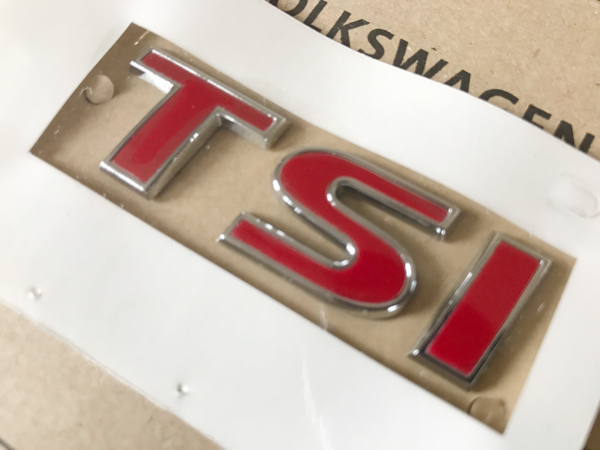 VW 純正品 5Tトゥーラン オールレッド TSI リア エンブレム 赤 Touran / ゴルフ6 ゴルフ7 ヴァリアント ポロ シャラン ティグアン シロッコ_画像1