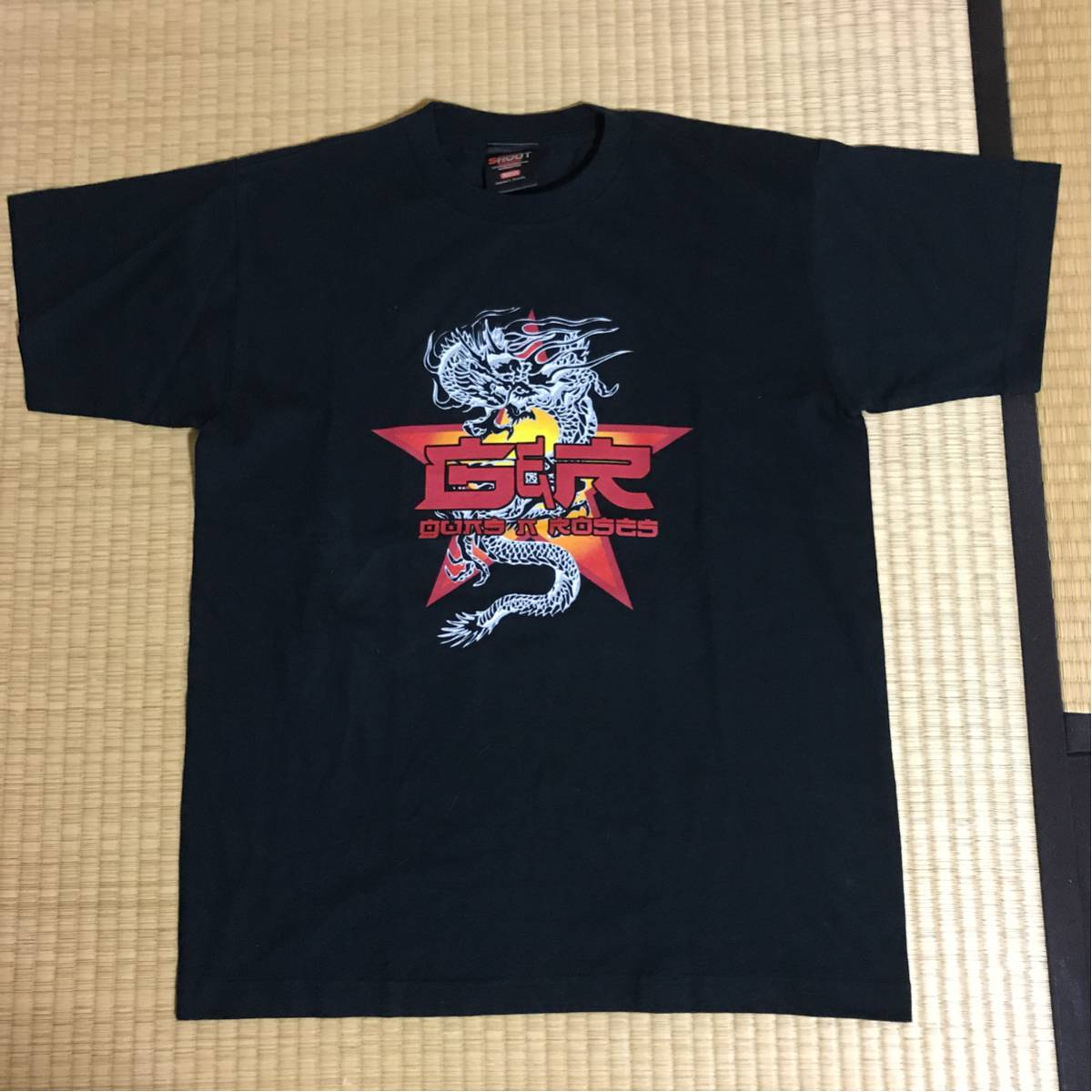 1回着用 ガンズアンドローゼズ 2002JAPANライブ限定バンドTシャツ黒M レア アクセルローズ ライブグッズの画像