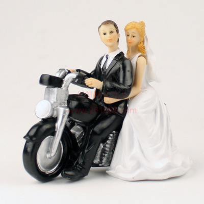 【新品未使用】ケーキトッパー ウェディングケーキ 仲むつましくバイクに乗る新郎&新婦(No.2) 結婚式 サプライズ 思い出 プレゼント_画像1