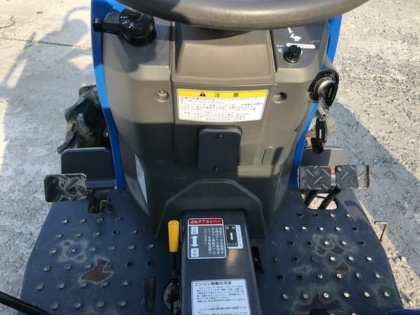 大阪府発 中古 イセキ TM17 トラクター 自動水平 PTO 4WD シート良好 安全バー アタッチメント ロータリー 付 604h 乗用 直K2544115_画像5