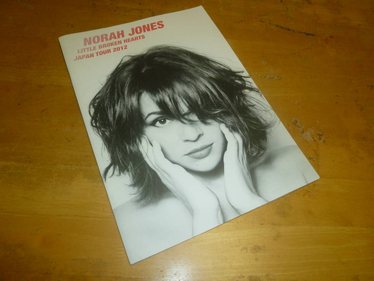 ノラ・ジョーンズ NORAH JONES LITTLE BROKEN HEARTS JAPAN TOUR 2012 パンフ
