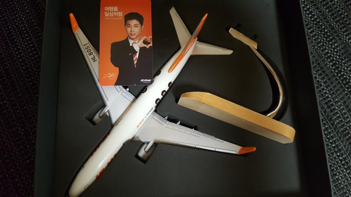 チェジュ航空300機限定模型飛行機★ユノ★ユンホ★東方神起★シリアルナンバー入り