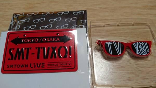 東方神起 サングラスチャーム&ナンバープレートピンバッジ SMTOWN ユノ おまけ 銀テープ ライブグッズの画像