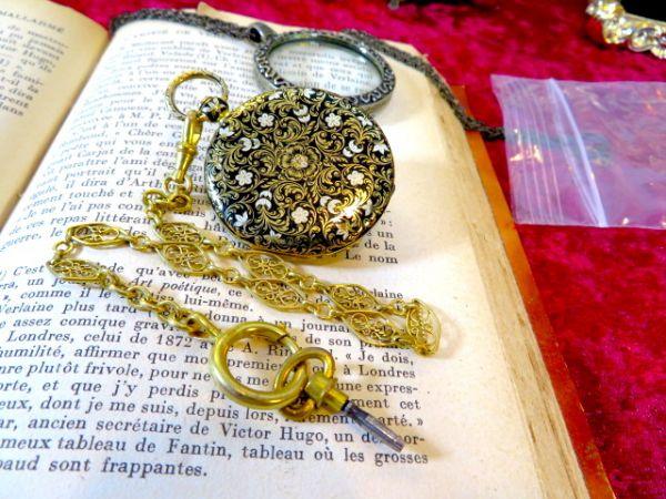 1830年の懐中時計ですよ♪ 18金無垢の高級品 アンティーク 美しいアンティークなチェーンをおつけします 18K 鍵 手巻き ウォッチ 機械式