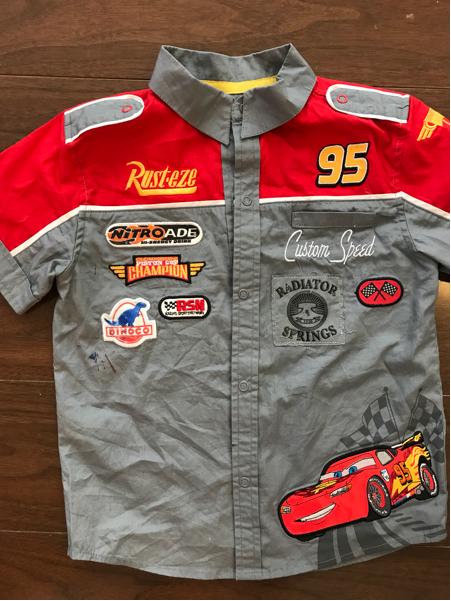 【Car's カーズ シャツ】 美品です。 キッズ4歳 ディズニーストア購入品 120センチ ディズニーグッズの画像