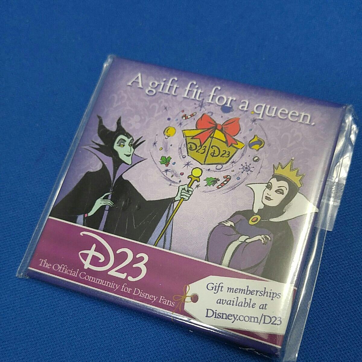 海外 D23 スクエア 缶バッジ ヴィランズ マレフィセント クイーン スクエア A gift fit for a queen. ディズニーグッズの画像
