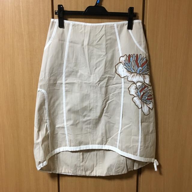 クラウディアフェラーリオの変形スカート 40