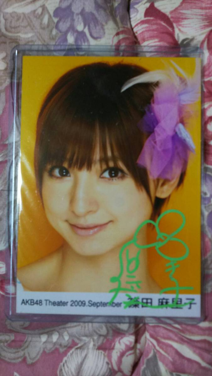 AKB48 篠田麻里子 直筆サイン入り写真① ライブ・総選挙グッズの画像