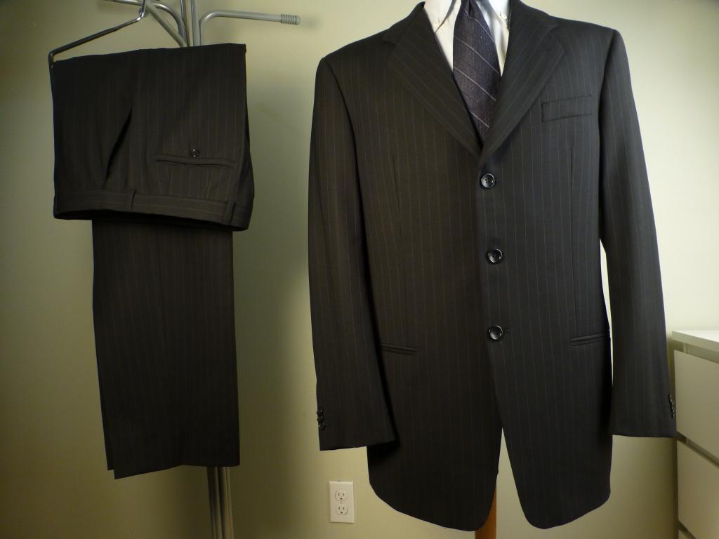 ◆ARMANI アルマーニ スーツ 黒ストライプ 52R 美品 背が高く,やや恰幅良