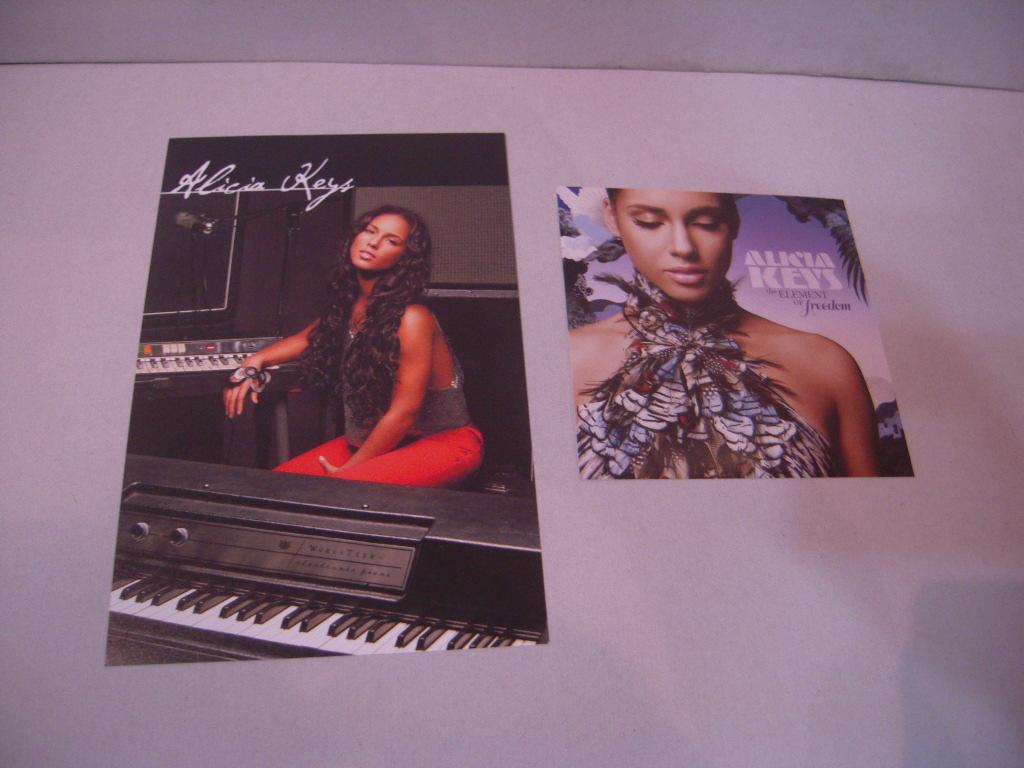 ステッカー: アリシア・キーズ Alicia Keys「the ELEMENT of freedom」
