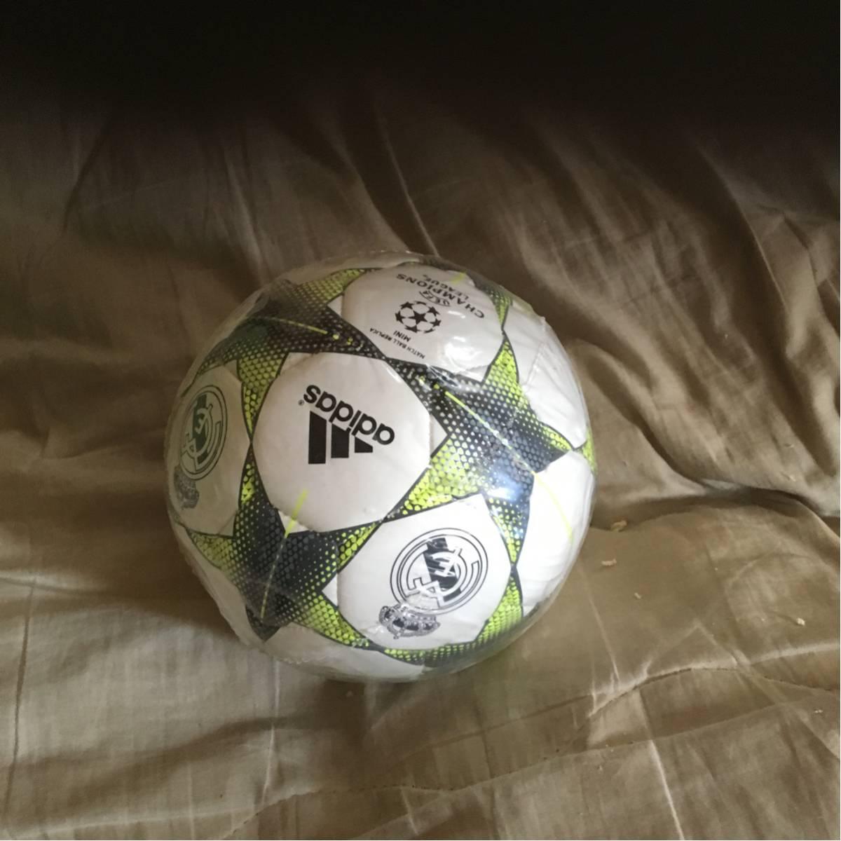アディダスレアルマドリードリフティング用ボール グッズの画像