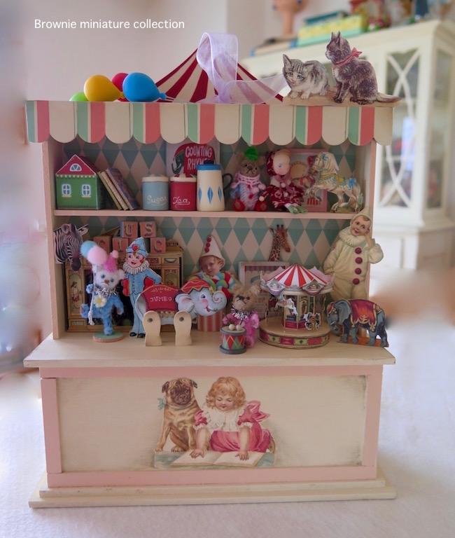 サーカスコレクションの棚 ミニチュアトイ ノスタルジックな飾り棚 おもちゃ Brownie
