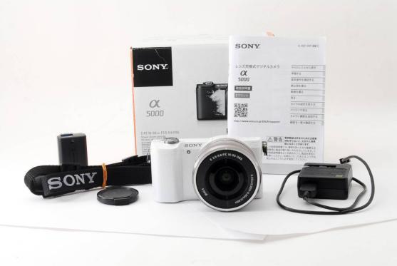 【美品】SONY α6000 パワーズームレンズキット ホワイト E PZ 16-50mm F3.5-5.6 OSS ILCE-6000L W 【送料無料】