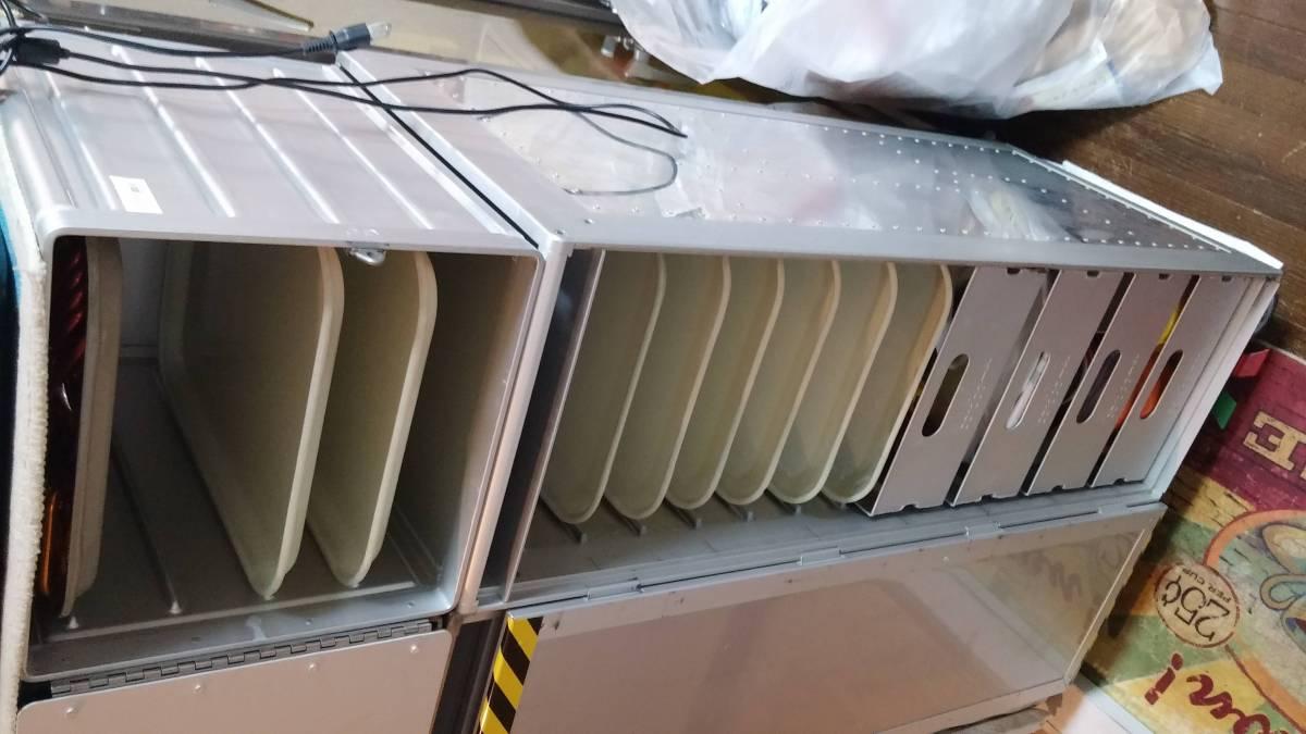 機内キャビネット用トレーUSAアメリカ製アトラス規格ギャレー払い下げボックス飛行機トレイ機内ワゴンUSグラスファイバーお盆FRPキャンブロ_使用例