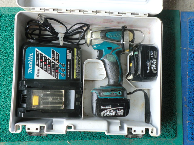 送料無料 マキタインパクトドライバー 本体 電池X2 充電器 ケース 電圧測定済