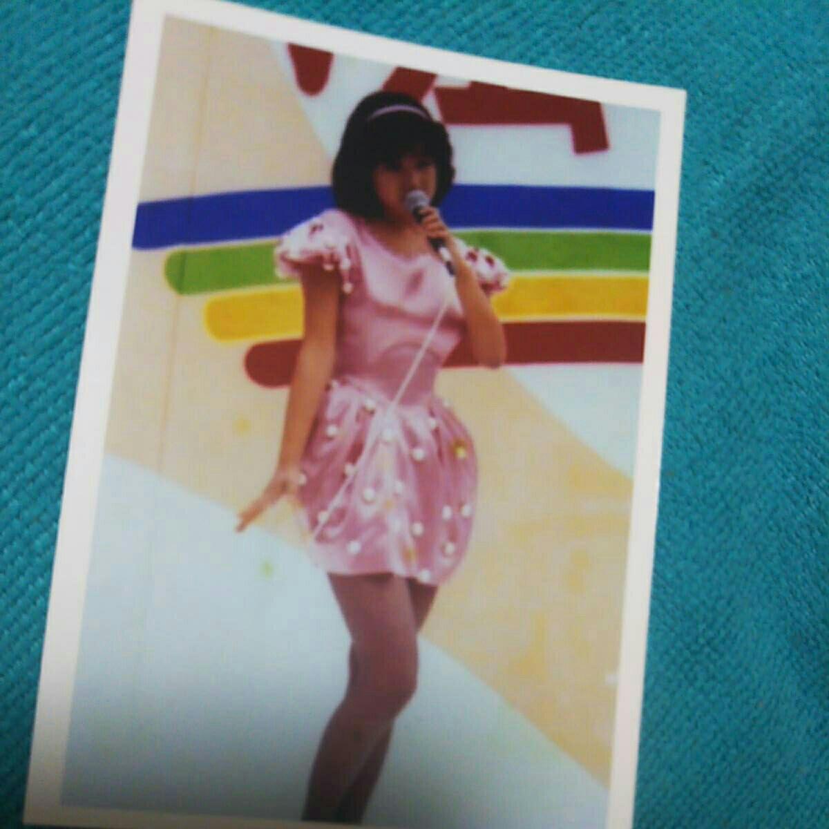 岡田有希子 ピンクスカート生写真