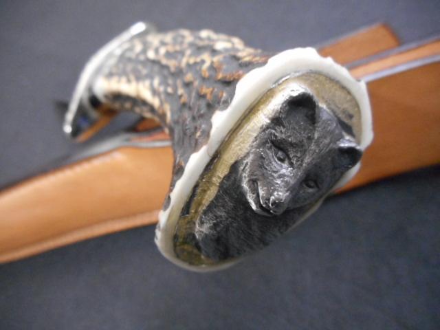ナイフ 松浪幸一 カスタム 美しいミラー仕上げのブレードに素晴らしいスタッグハンドルでエンドに熊らしき金属の彫刻がはめ込まれている_画像3