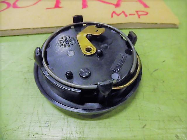 ◆NA8C ロードスター M-P 白 5F H9 従来のMOMOらしい色合いのホーンボタン 黒地◆_画像2
