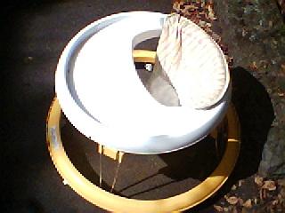 100-④ ヤトミのベビー用7か月から15か月ごろまで_中に座って下の車輪で歩行練習