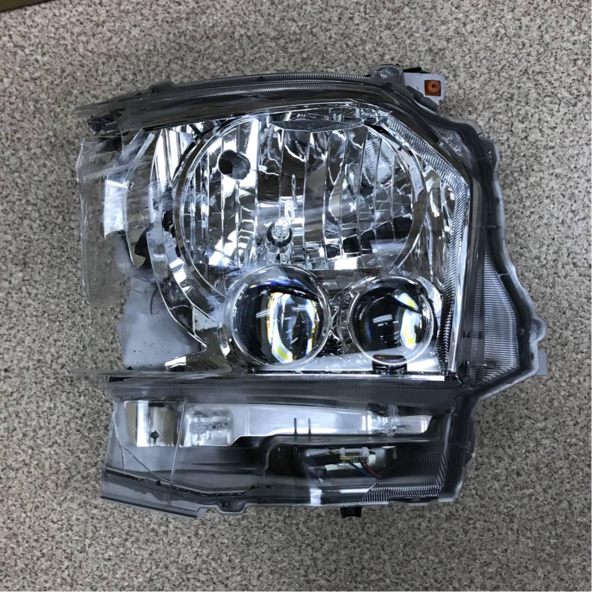 ハイエース 右ヘッドライトJUNK 4型 部品取り LED点灯確認済み