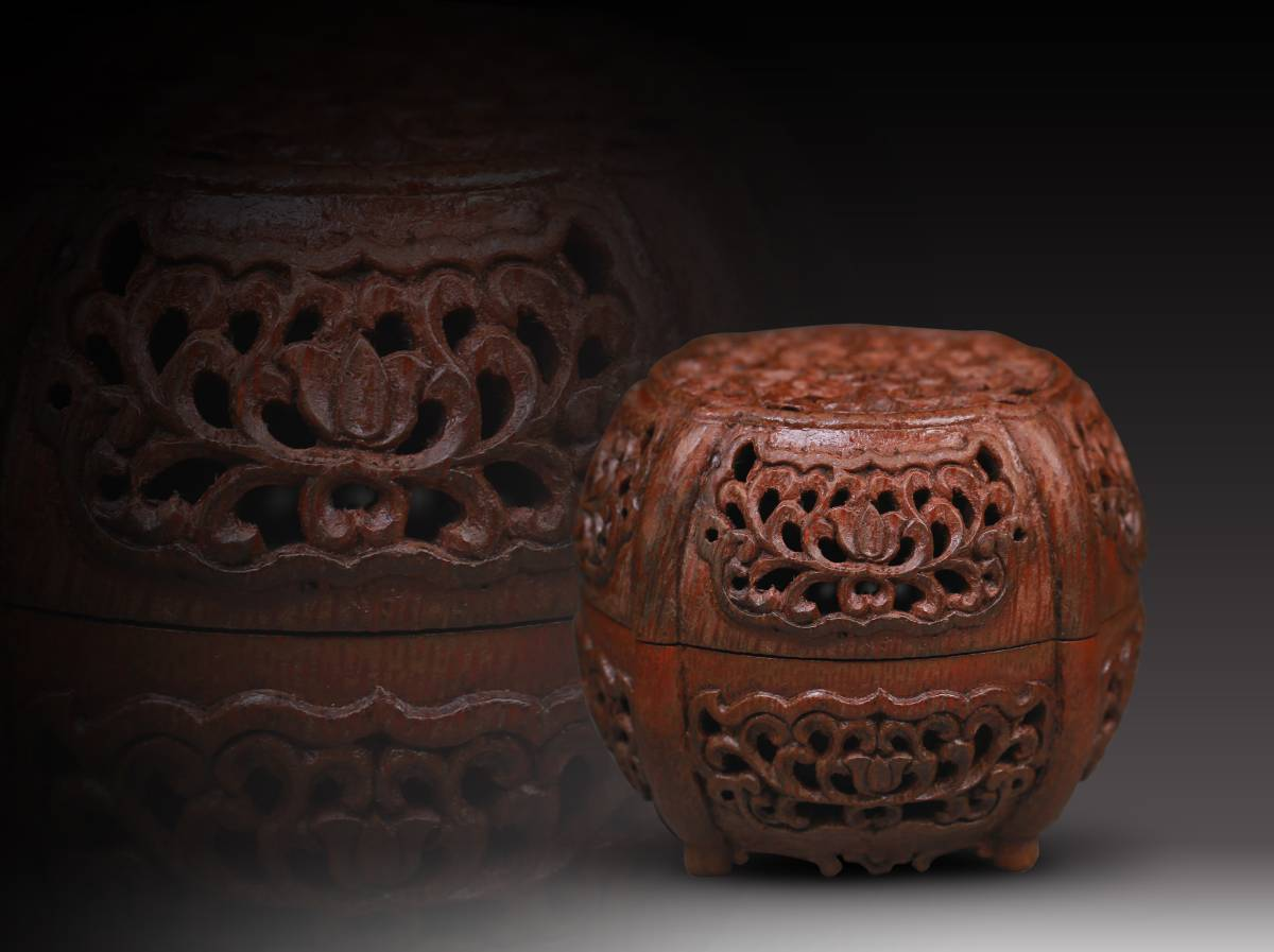 【1707M60054】中国古玩 清 古い竹 細密透かし彫り 本物竹材手彫『纏枝蓮』紋 香合 中国