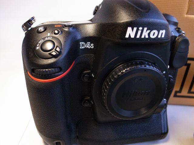 驚愕のショット数14,420 Nikon ニコン D4s 極上美品!サンディスク Extreme PRO CF160MB/S 64GB+LEXAR Professional 2933x XQD2.0カード