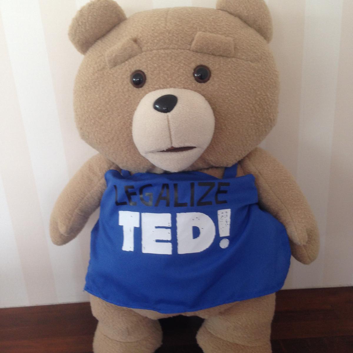 【送料無料】 ted2 ぬいぐるみ XL プレミアム 青エプロンバージョン テッド TED グッズの画像