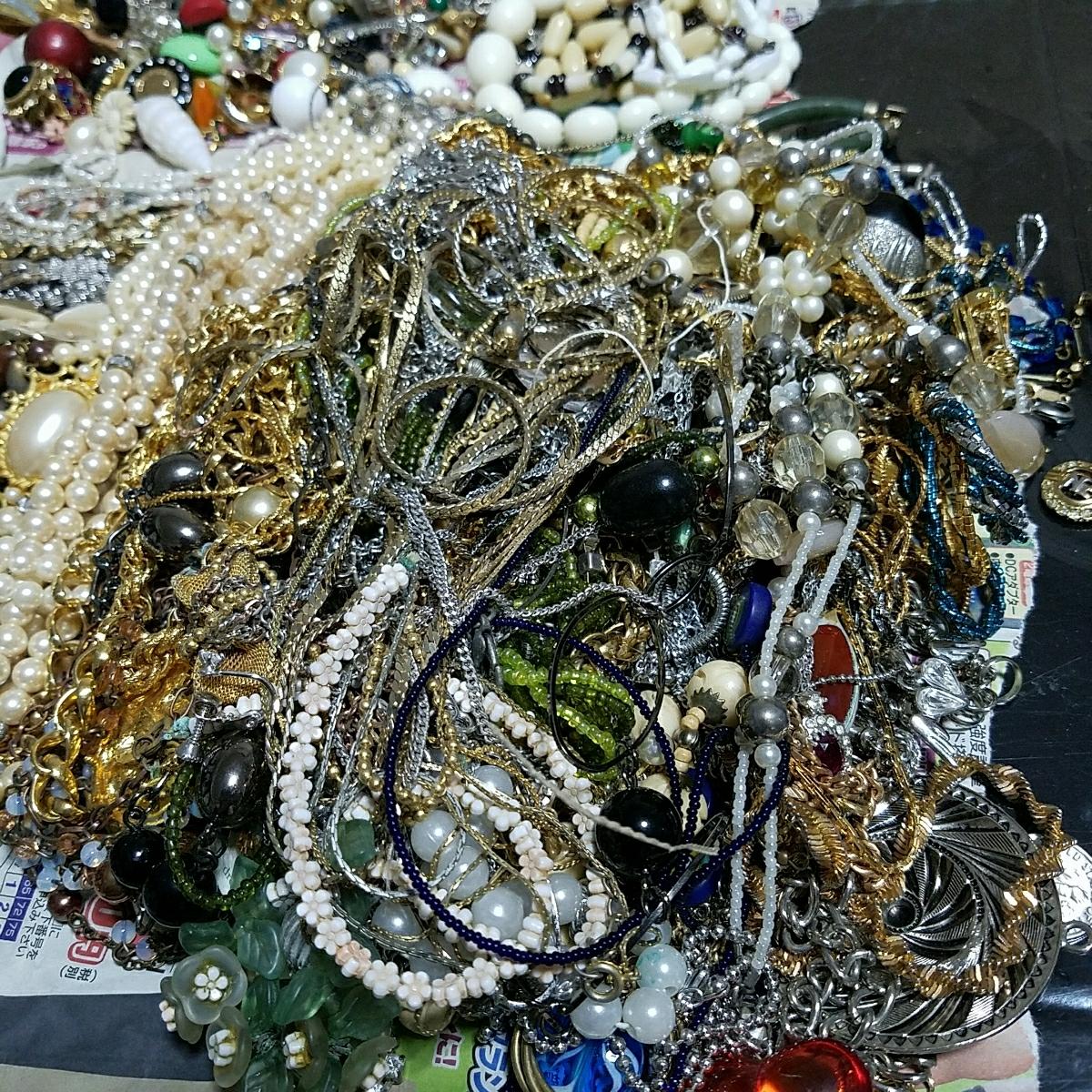 アクセサリー 大量約5キロ silver刻印 & シャネル 等各種ブランド 多数含む イミテーション 真珠 ネックレス タイピング 指輪 イヤリング_画像2