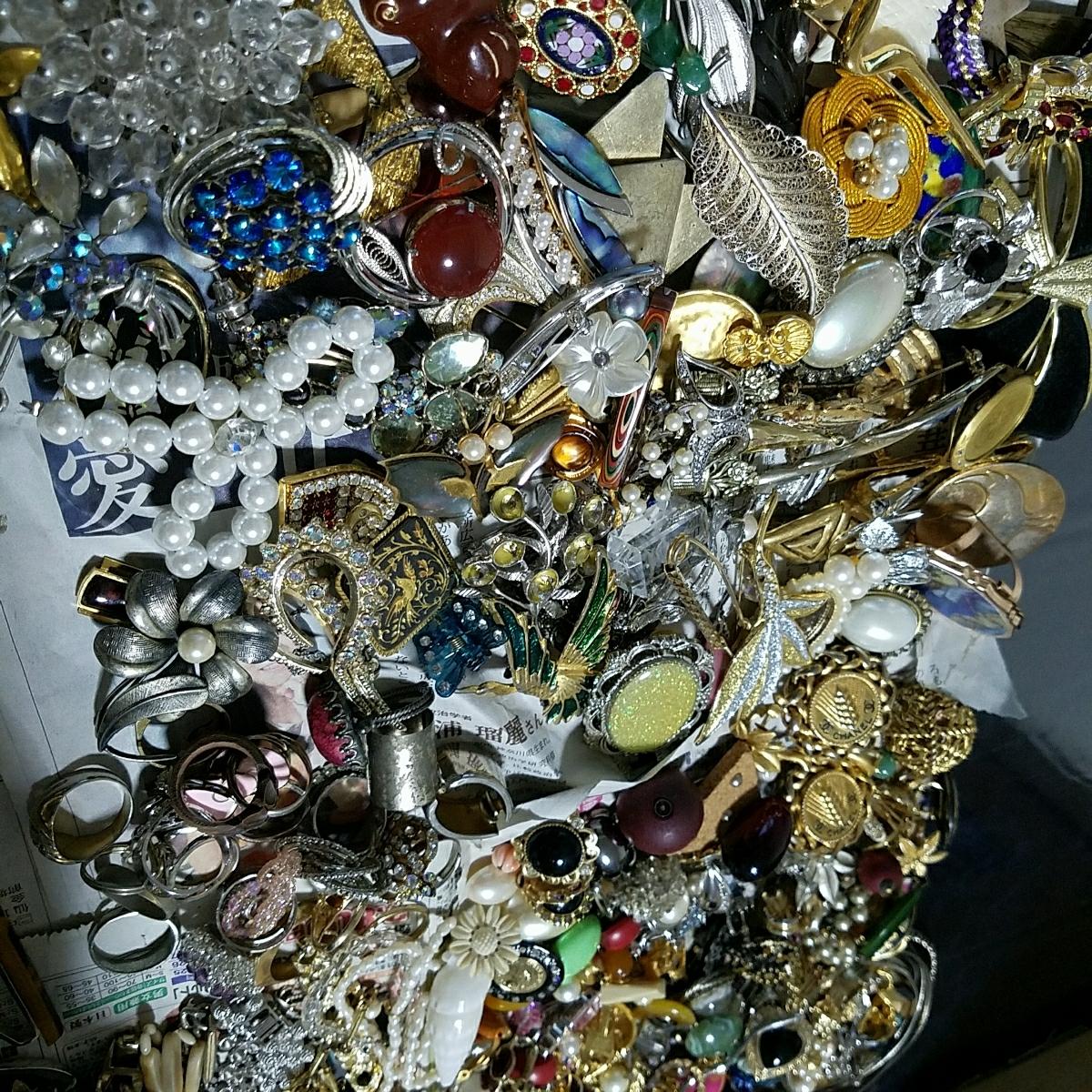 アクセサリー 大量約5キロ silver刻印 & シャネル 等各種ブランド 多数含む イミテーション 真珠 ネックレス タイピング 指輪 イヤリング_画像7