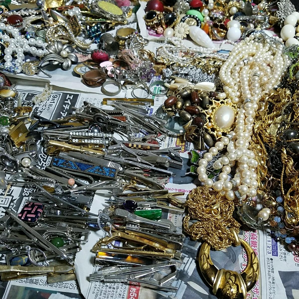 アクセサリー 大量約5キロ silver刻印 & シャネル 等各種ブランド 多数含む イミテーション 真珠 ネックレス タイピング 指輪 イヤリング_画像3
