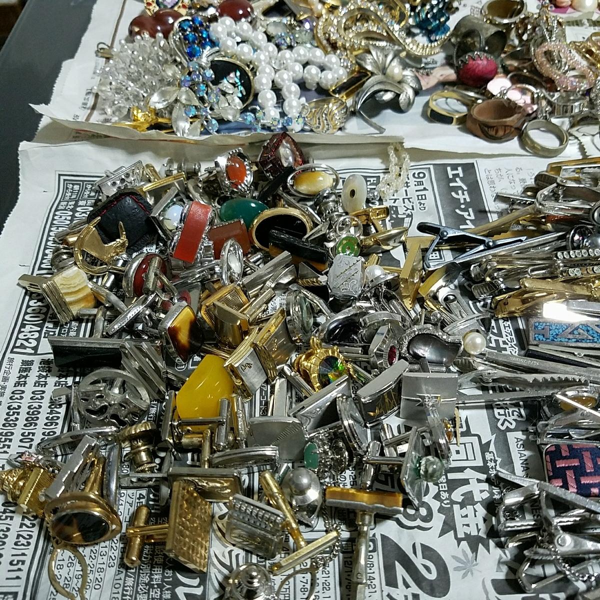 アクセサリー 大量約5キロ silver刻印 & シャネル 等各種ブランド 多数含む イミテーション 真珠 ネックレス タイピング 指輪 イヤリング_画像4