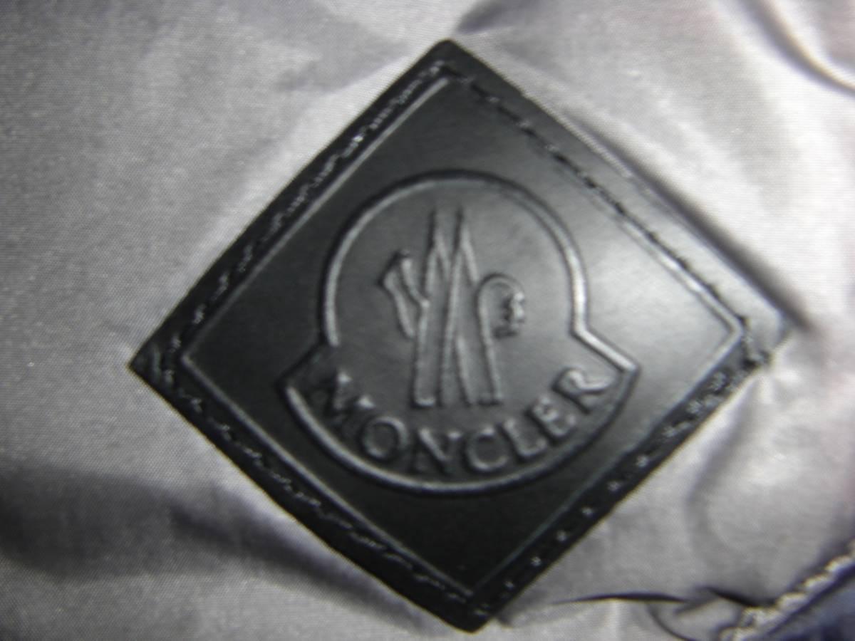美品 T4ホワイトマウンテニアリングMONCLERモンクレールW サイズ4(XL相当)ダークグレー×カーキ 中綿入りシャツ_画像3